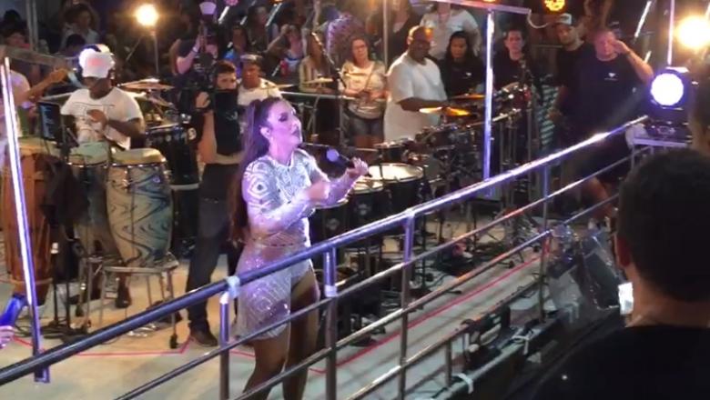 Eduarda Brasil canta com Ivete Sangalo no Fortal